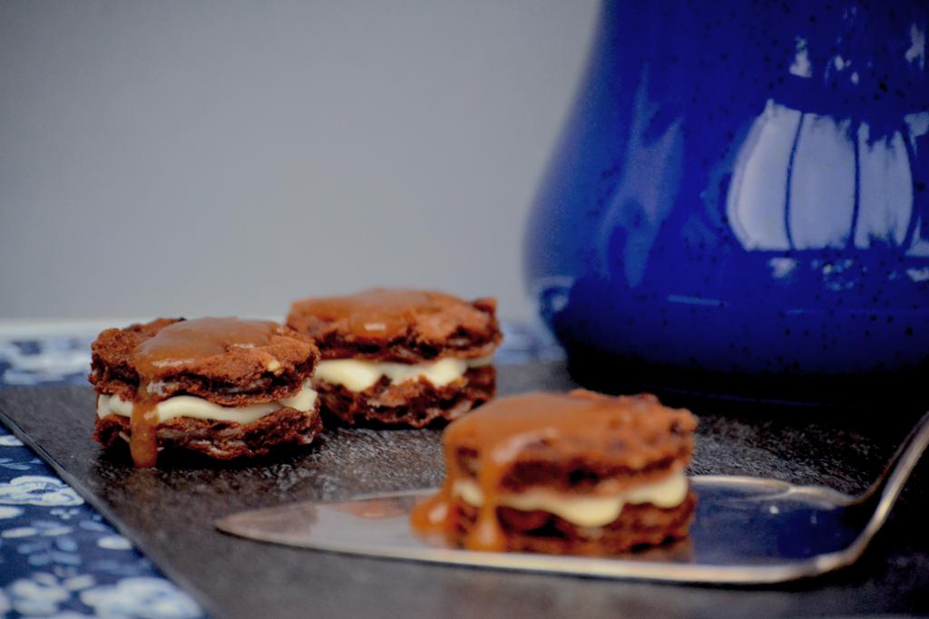 Schokoladen Mandel Waffeln mit Karamell