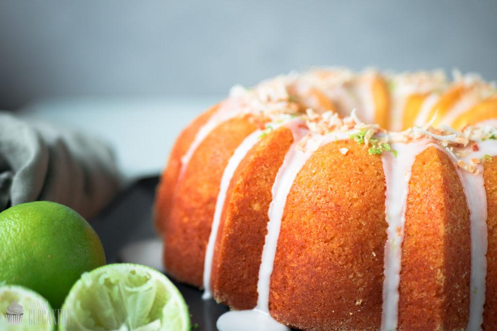 Kokos-Limettenkuchen mit Cheesecake-Füllung