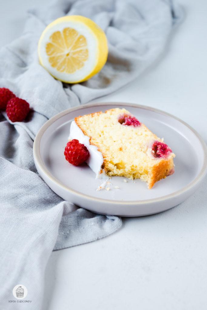 Buttermilchkuchen mit Himbeeren und Zitrone