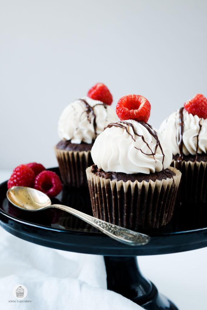 Salted Caramel Cupcakes mit Himbeeren